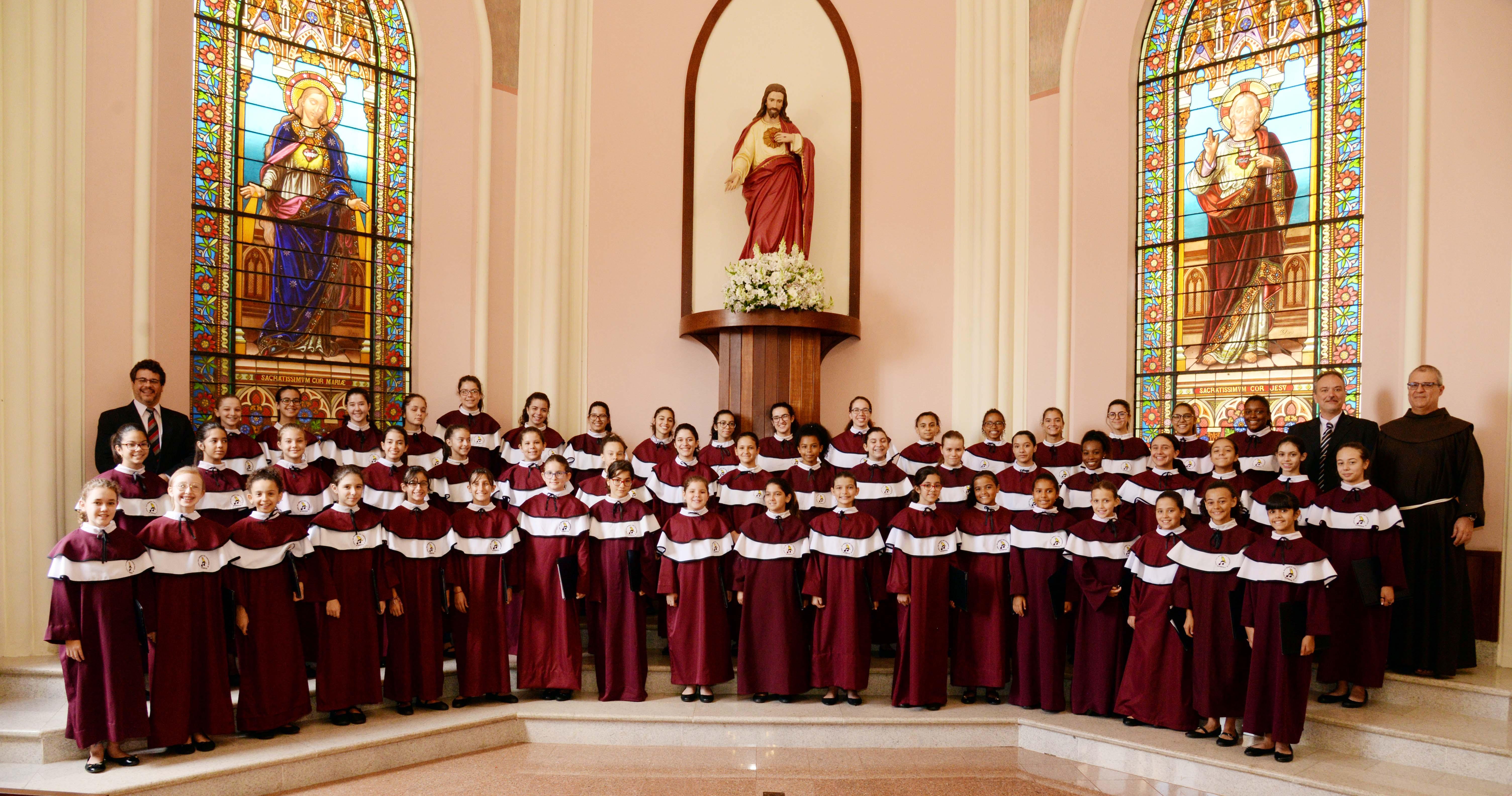 Cançãoda Ave Maria ganha clipe das Meninas dosCanarinhos
