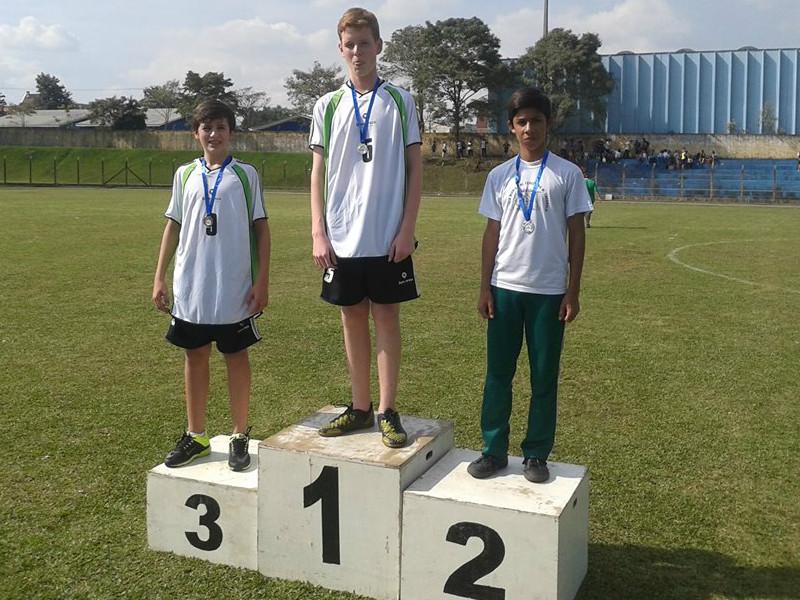 Lucas Vinicius Coser (campeão) e Murilo Moreira Lucyszyn (3.º lugar) nos 100m rasos.
