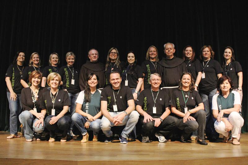 Gestores, coordenadores e representantes do Grupo Bom Jesus e da  Província Franciscana da Imaculada Conceição.