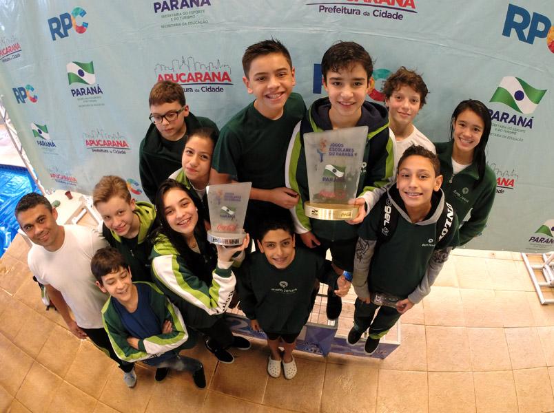 Equipe de natação do Bom Jesus: primeiro lugar geral nos Jogos Escolares do Paraná (JEPs)