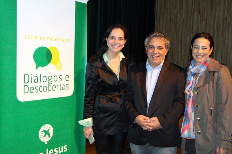 Giselli Hümmelgen, gerente do Centro de Estudos e Pesquisas do Bom Jesus, o palestrante Jairo de Paula e a gestora do Bom Jesus Lourdes, Cleide Barbosa.