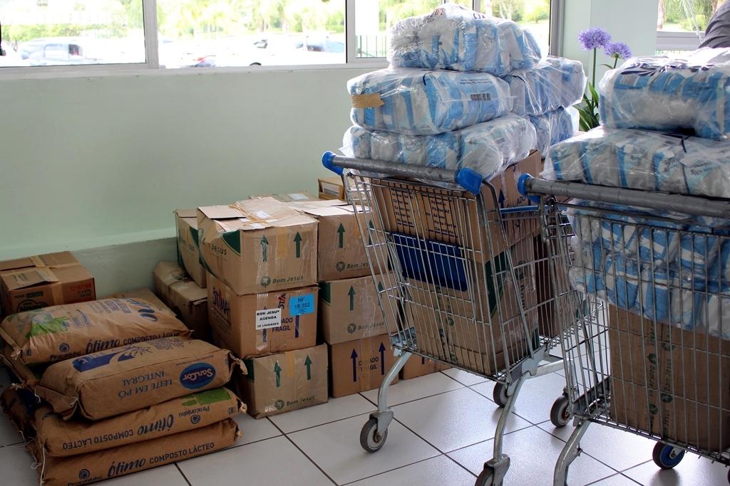 Alunos do Bom Jesus arrecadaram 677 kg de leite em pó para o Pequeno Cotolengo.