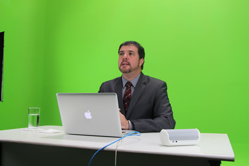 Bastidores da transmissão ao vivo com o delegado da Polícia Federal, Flúvio Garcia.