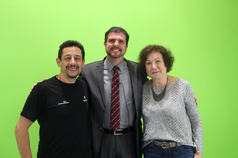 Um dos coordenadores da Educação Digital do Bom Jesus, Jorge Santos, a coordenadora do Ensino Médio do Bom Jesus, Marli Mendes, e o delegado da Polícia Federal, Flúvio Garcia.