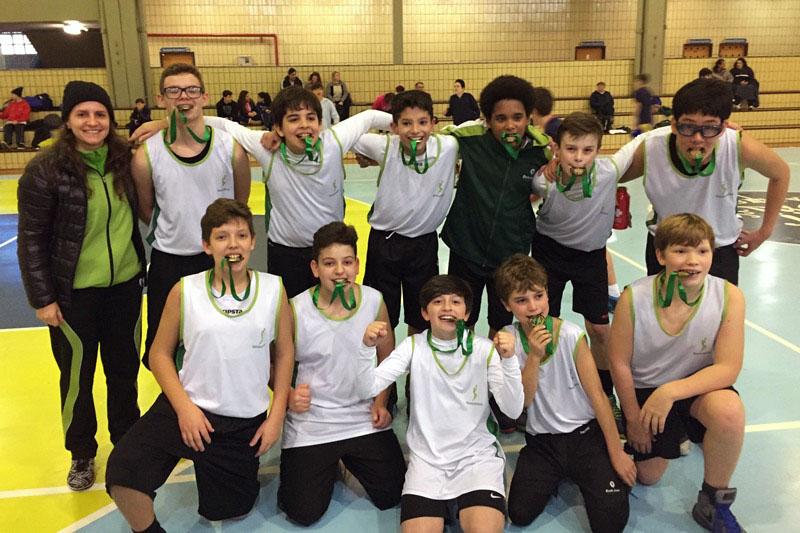 Basquete masculino do Bom Jesus conquista medalha de bronze nos Jogos Escolares de Curitiba.