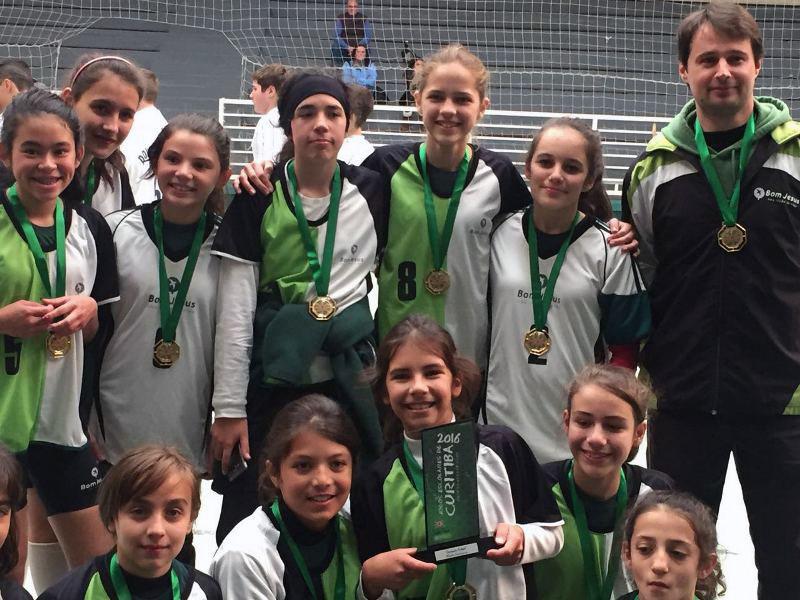 Futsal feminino do Bom Jesus é campeão dos Jogos Escolares de Curitiba.