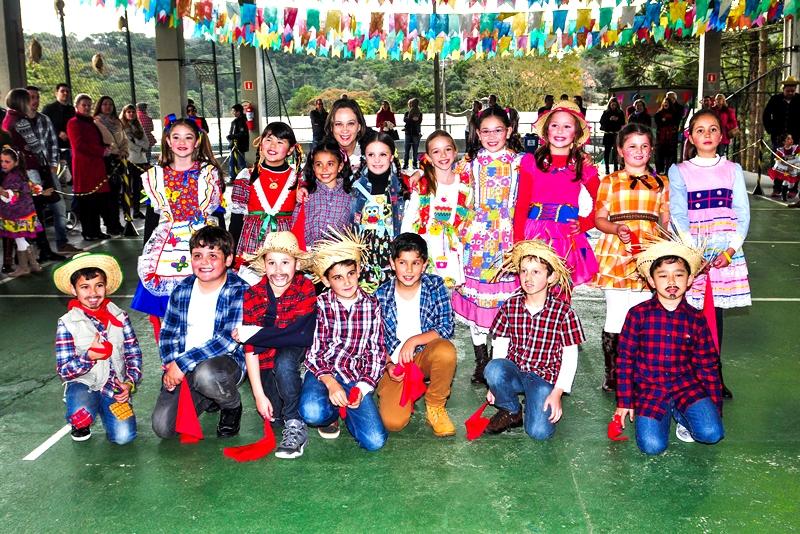 Festa Junina no Bom Jesus Internacional Aldeia, em Campo Largo (PR)