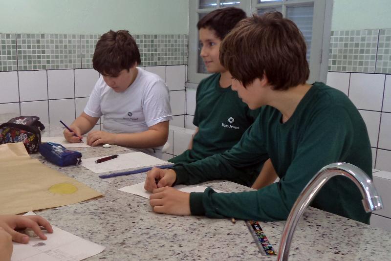 Alunos fazem atividades durante o projeto BJ Ambiente.