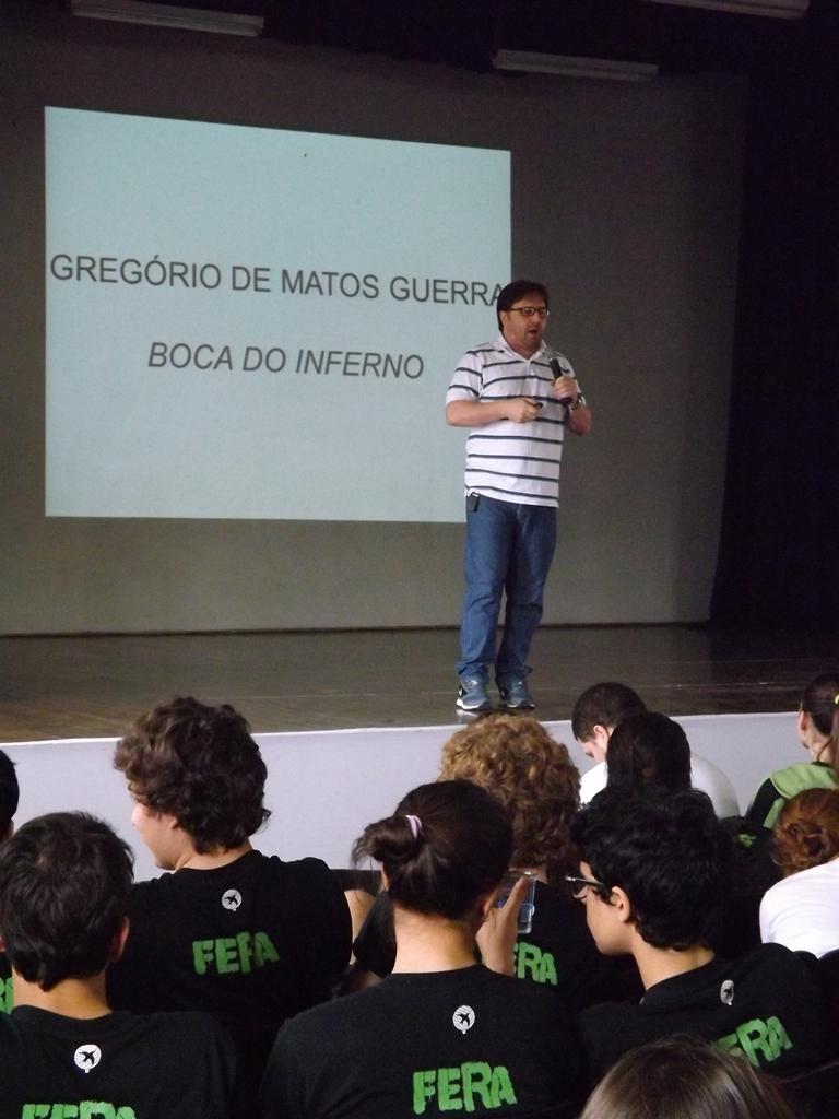 O professor Vanderlei Vicente falou sobre a obra Seleta, de Gregório de Matos Guerra.