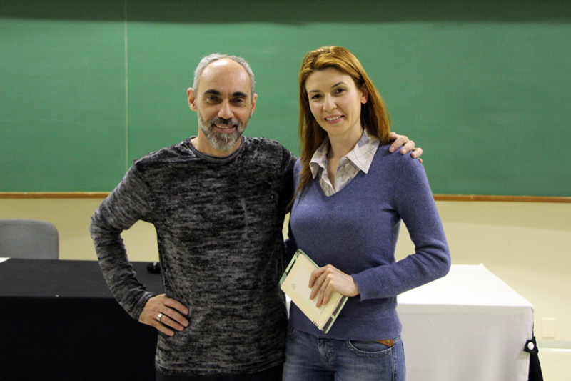 O escritor João Anzanello Carrascoza com a professora do Bom Jesus Cleuza Cecato.
