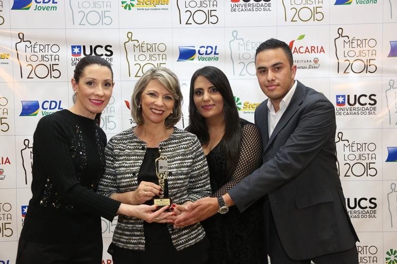 Da esquerda para a direita: a assessora Adriana Ferreira Boeira; a gestora Clair E. Coloniezzi Erthal; a secretária Taís Camargo Hoffmann e o auxiliar financeiro Ricardo Teles da Silva.