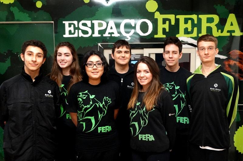 Alunos participantes da olimpíada de química da unidade Bom Jesus Centro, em Curitiba (PR)