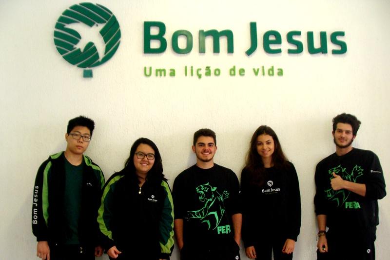 Alunos participantes da olimpíada de química da unidade Bom Jesus Lourdes, em Curitiba (PR)