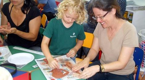 """Famílias vivem """"um dia na escola"""" em Porto Alegre"""