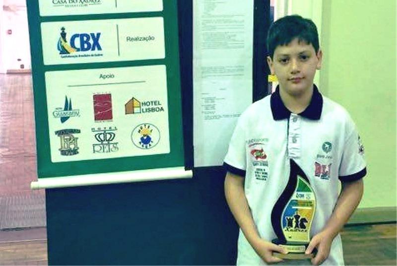 O aluno campeão do Campeonato Brasileiro de Xadrez, Gabriel de Borba