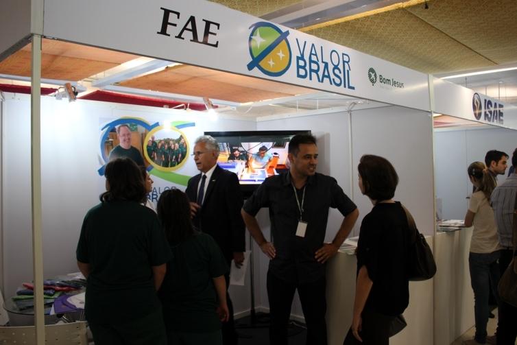 Movimentação no stand da Valor Brasil.