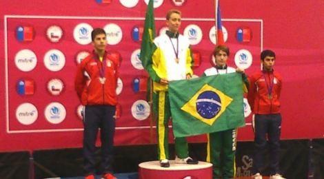 Aluno Bom Jesus é medalhista no Sul-Americano de esgrima