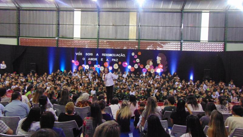 Colégio Bom Jesus Mãe do Divino Amor, em Arapongas (PR)