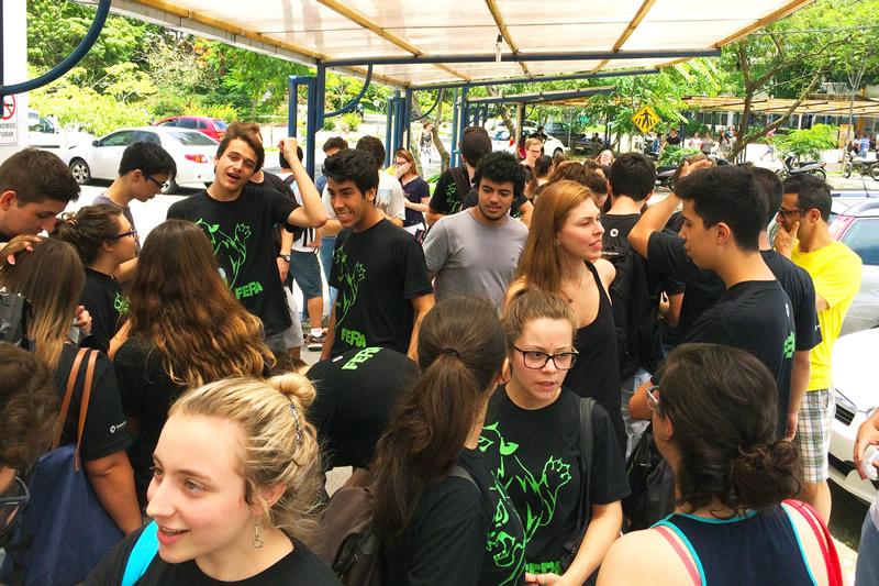 Concentração dos alunos do BJ Blumenau.