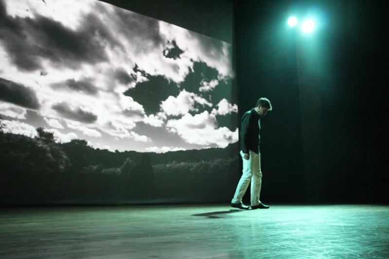 Ator Edson Fragoso interpreta momentos sobre a obra