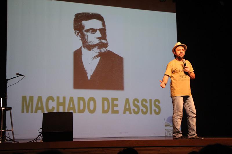 Professor João Amálio Ribas participa do Mundo Livro.