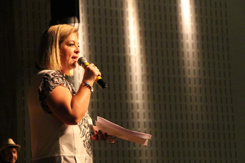A professora Cláudia Pedroso, coordenadora do encontro.