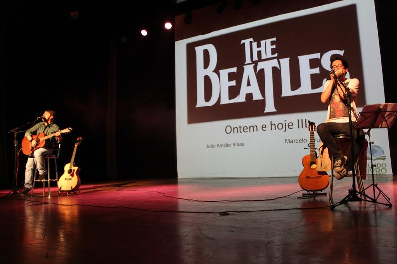 Show musical apresentado pelos professores Marcelo Brum-Lemos e João Amálio Ribas.